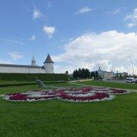 Цветочная клумба у кремля :: Наиля