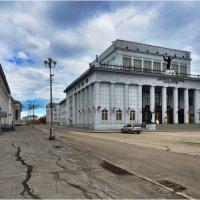 Дворец Культуры Шахтёров. :: Николай Емелин