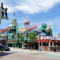 Улочка в г. Niagara Falls :: Юрий Поляков