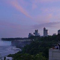 Вид набережной Niagara Falls вечером... :: Юрий Поляков