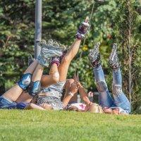Спортсменки на отдыхе :: Дмитрий Сушкин