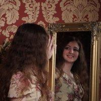 У зеркала :: Виктория Мацук