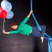 Девушка с воздушными шарами на полотнах :: Светлана Чуркина