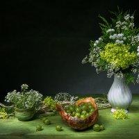 Натюрморт в зеленых тонах с крыжовником :: Ольга Дядченко