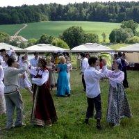 Танцы в праздник сенокоса. :: Елена