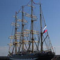 парусник Крузенштерн в порту Сочи :: valeriy khlopunov