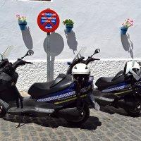 Транспорт испанской полиции :: Ольга