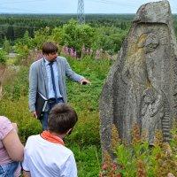 Надгробие в Первомайском. :: Юрий Тихонов