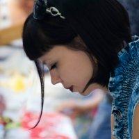 Девушка за праздничным столом :: Светлана Корнева