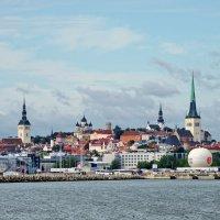 Покидаю город Таллин, состоящий из проталин... :: Павел Сущёнок