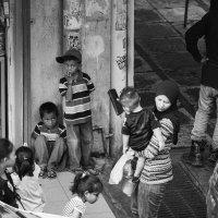 дети на углу улицы :: Ilona An