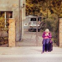 Сижу на тротуаре я... И жду ТрамваЯ))) :: Виктор