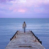 Одинокий фотограф на берегу моря :: Маруся Ошовская