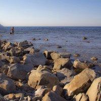 Каменистый пляж... раннее утро... :: Ирина Рассветная