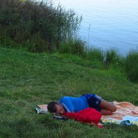 Сон в летний вечер. Очки не снимает, чтобы лучше видеть сны! :: Андрей Лукьянов