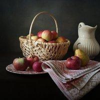 Яблоки из сада :: Татьяна Карачкова