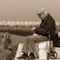 Старость, это когда....... :: Sergey Andronov