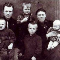 Семья из Митино.  1954 год :: Нина Корешкова