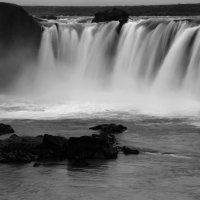 Исландия. Водопад Годафосс :: Олег Неугодников