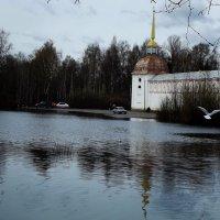 вода возле стен :: Сергей Кочнев