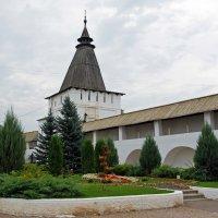 Монастырская стена. :: Юрий Шувалов