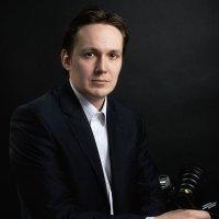 Деловой автопортрет :: Дмитрий Гришечко