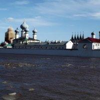 вода под стенами монастыря :: Сергей Кочнев
