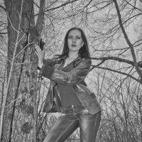 Ксения в лесу :: Михаил Фенелонов