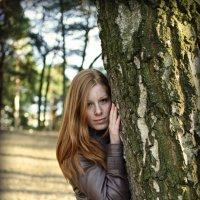 Девушка в парке 3. :: Дмитрий Строж