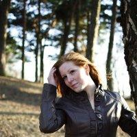 Девушка в парке 2. :: Дмитрий Строж