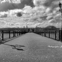 Мост ведет в парк ... :: Дмитрий Призрак