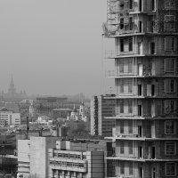 Москва - город контрастов, где всё рядом :: Pavel Stolyar