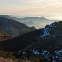 Весна. Утро в Крымских горах :: Serge