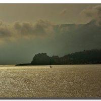 Туманное утро над Грецией. :: Leonid Korenfeld