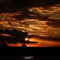 закат за облаками :: Геннадий Чуган