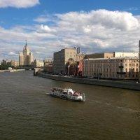 Прогулка по Москва-реке :: Николай Дони