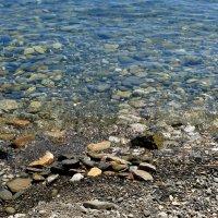 Море ласкает берег :: Леонид