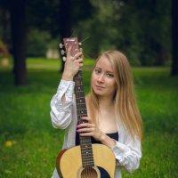 Девушка с гитарой :: Андрей Мирошниченко
