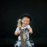 Фотосессия мальчика с гитарой :: марина алексеева