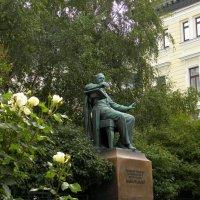 Памятник Петру Ильичу Чайковскому :: Елена