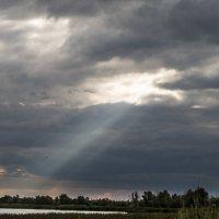 Солнце сквозь облака... :: Владимир Сквирский