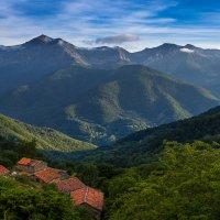 Горы, крыши, ранний вечер :: Ivan uhov