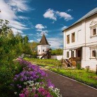Монастырский сад (Свято-Успенский Трифонов монастырь) :: Сергей Тригубенко