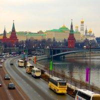 Вид на набережную Москвы реки. :: Александр Атаулин