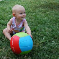 Малышка и мячик. :: Anna Gornostayeva