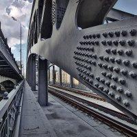 В дебрях Андреевского моста :: GaL-Lina .