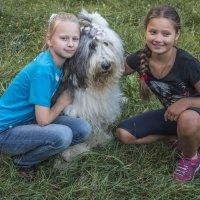 Маня и дети (на прогулке) :: Лариса Батурова