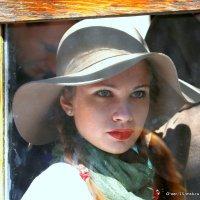 девушка в окошке :: Олег Лукьянов