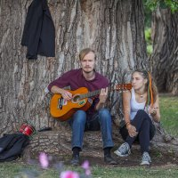 Под деревом под звуки гитары.. :: Дмитрий Сушкин