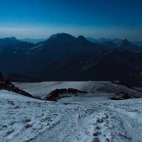 Ночное восхождение на Эльбрус :: Михаил Ермаков